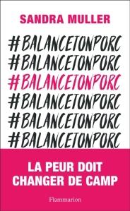 """Le mot-clic #balancetonporc en noir répété plusieurs fois sur la couverture avec un bandeau titre où il est écrit """"La peur doit changer de camp"""". Un des mots clic est en rose plutôt qu'en noir."""